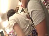 アダルトグッズ店に買い物に来ていた女性のお客さんを白昼堂々襲いハメ撮りしちゃうadaruto無修正動画