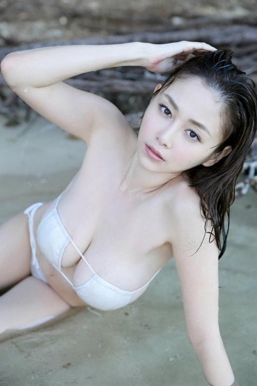 白ビキニ 09