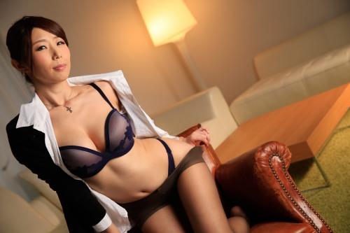 篠田あゆみ 働く美女の秘密 07