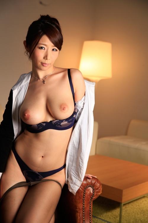 篠田あゆみ 働く美女の秘密 12