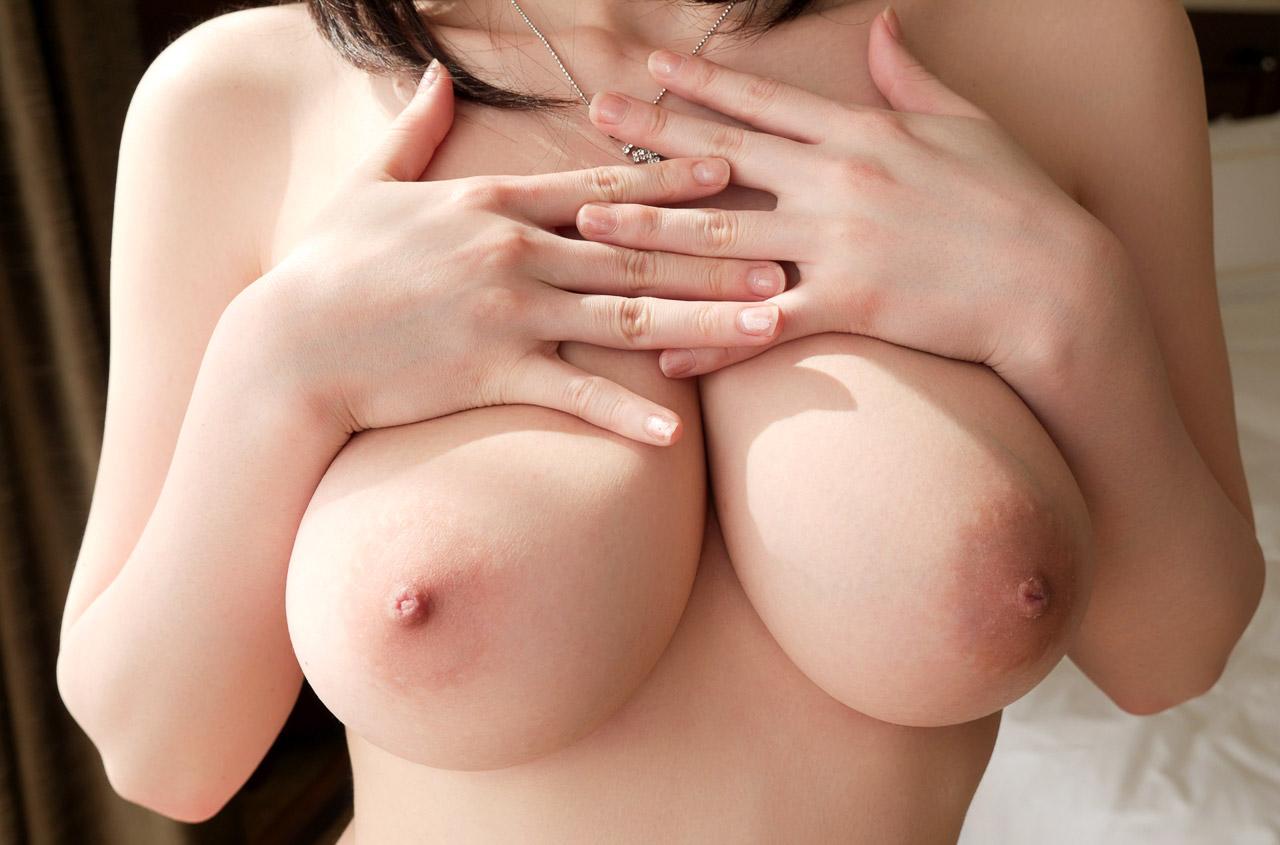 【エロ画像】純白天然Hカップモデルのお乳にアソコを挟まれたい☆