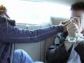 車内で強制足臭責めするブロンド美女
