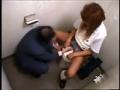 トイレの中でぷち円する黒ギャルJK