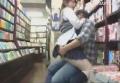 本屋でエロ本を立ち読みしているJKの隣にいってみたら・・・