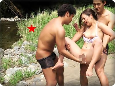 【無修正・小野麻里亜】【中出し】キャンプ場で青姦激ハメにイキまくるムッチリお姉さん