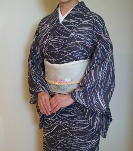 20160906 墨黒シルック小紋に砂色地秋草絽塩瀬 前