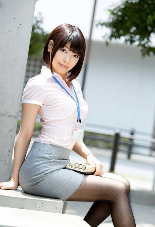 tight-skirt-OL-seifuku-ero-panchira-sirouto-06.jpg