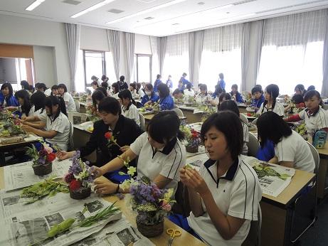 花勝ライフ 聖カタリナ高校のみなさんといのちとこころの花育♡
