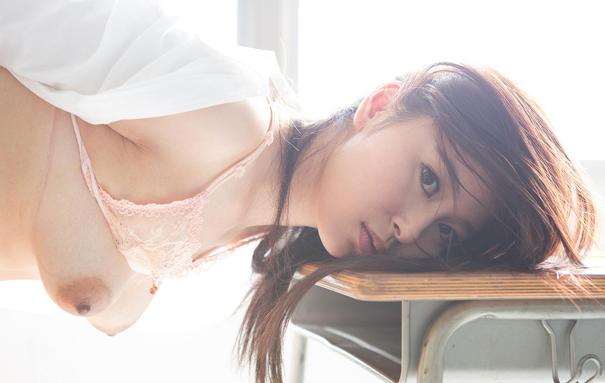 小川桃果のグラビア写真