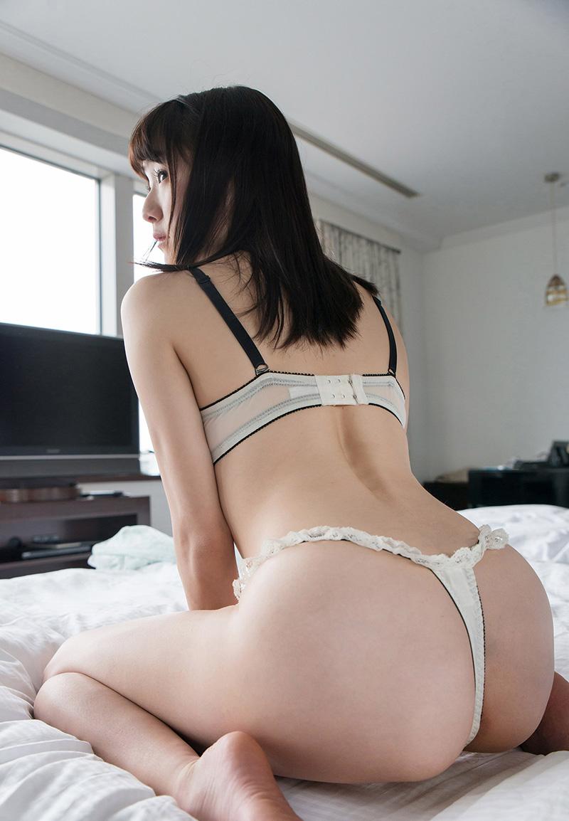 涼川絢音のグラビア写真