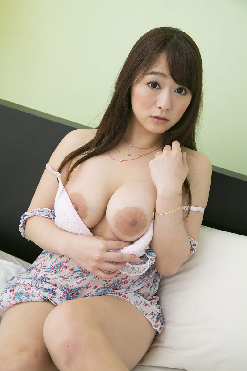 【69】-おっぱい-/-白石茉莉奈