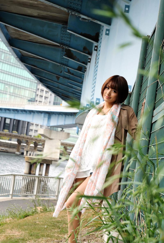 夏目優希のグラビア写真
