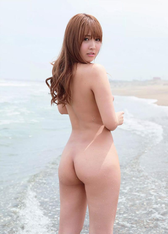 三上悠亜のグラビア写真