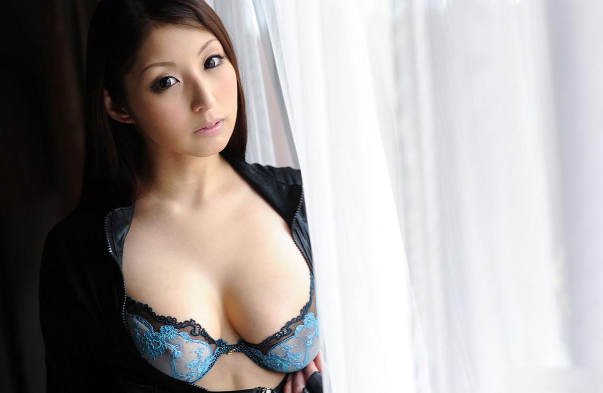 秋吉ひなのグラビア写真