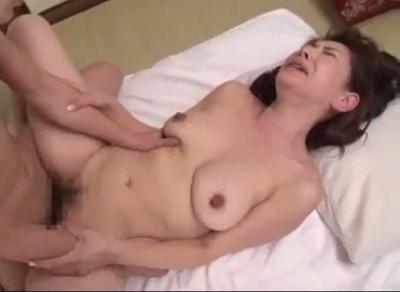 ユーチューブ熟女のまんこに中出しする初撮りおまんこ動画で如月美雪似の段腹熟女の農婦の性愛を描く無料田舎セックスビデオ