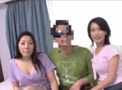 熟女AV女優さんが街頭ナンパしたイケメンをアダルト撮影に持ち込んで楽しそうに48手を駆使してハメ撮りSEXしている東京チューブ投稿裏ビデオ