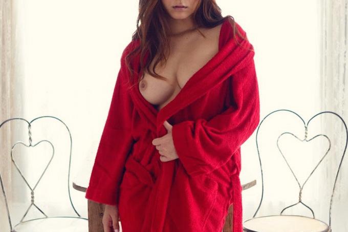 さぁセックスしよう!って感じのバスローブを着たお姉さんのエロ画像