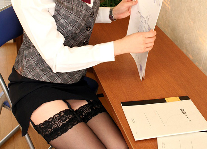 黒おぱんちゅストッキング姿がそそる美しい乳房事務所レディを社内でハメドリ!!