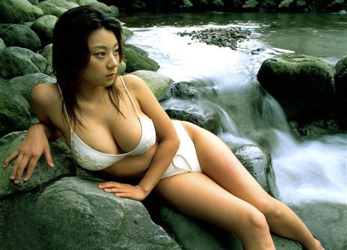 小池栄子のグラビア画像 ●首が透けちゃってるエ●画像もあったんだなwww