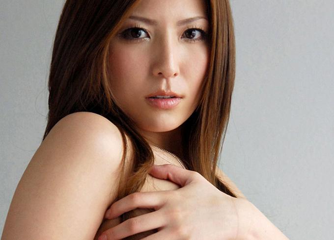 色気たっぷりのセクシー女優椎名ゆなさんの着衣が秀逸過ぎる!
