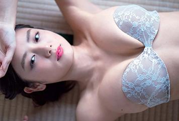 片山萌美のパイズリしやすそうな離れ乳