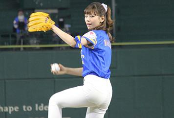 西内まりやちゃんが始球式をしてるだけなのになぜかエロく見える!