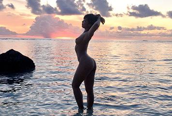AV女優・紗倉まな、全裸ヌードをTwitterに投稿