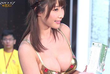 あやみ旬果さんが台湾で見せたスケベ乳