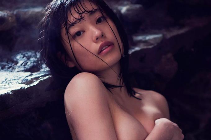 冨手麻妙 鮮烈な美裸身