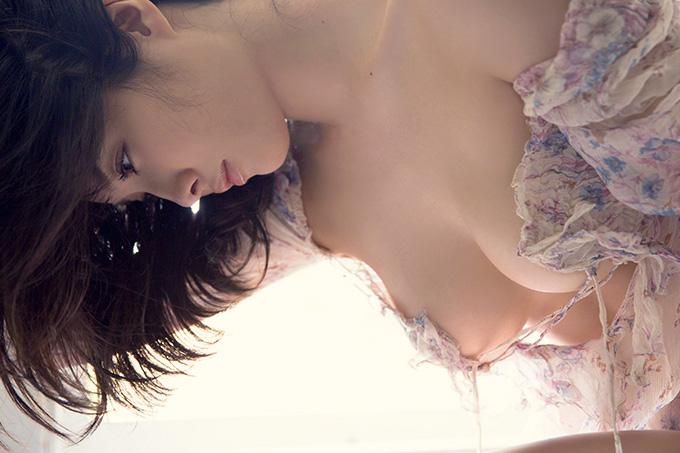美麗グラビア × 今野杏南 逆光に透ける美しいカラダ