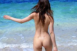 3次元 全裸でこっちにお尻向けてるお姉さんのエロ画像 35枚