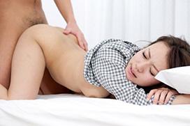 後背位セックスでバックから突きまくりのエロ画像