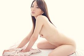 葉山瞳 チンコ握って優しく微笑む…ソープ嬢に挑戦!