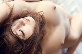 全裸。何も身につけてないお姉さんは美しい。画像100枚