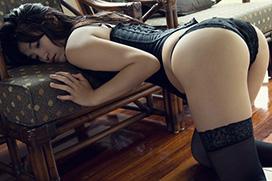 美麗グラビア × 高崎聖子 黒のコルセットと美しいシルエット
