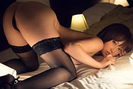 ベッドの上で四つん這いになってオチンコ欲しがってるエロ画像