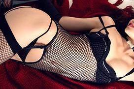 オトナな黒い下着で誘惑する妖艶お姉さんのエロ画像