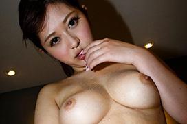 さとう遥希ちゃんのムチムチボディと美巨乳おっぱい!