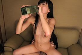 成人になったAV女優・立花はるみが酒飲みながらセックスしてる