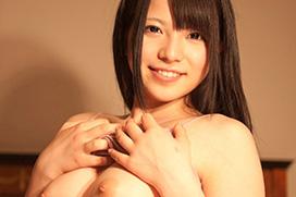 【アダルトヌード】妹系として人気のAV女優、上原愛衣ちゃんのヌードグラビア!この素人感がたまらない!