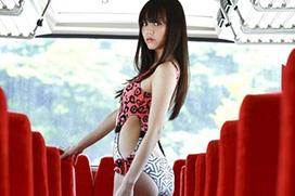 杉本有美(26) バス内で誘うセクシー水着の美女。画像×16