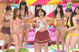 TVで水着姿になってるグラビアアイドルのマンスジがエロい画像