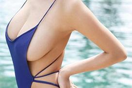 水着とおっぱいのサイズが明らかに合ってない具が零れ落ちそうなグラドルwwwwww