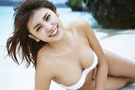 久松郁実(19) 白いビーチに寝ころぶ女神。画像×10