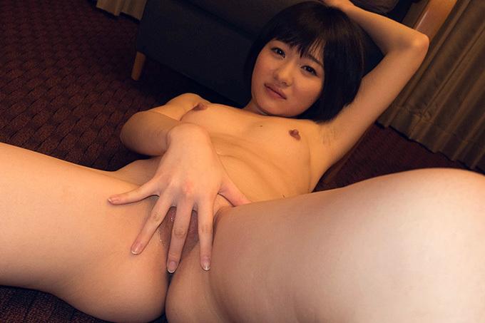 陽木かれん 妹系美少女の無毛なアソコを晒して感じまくり…セックス画像