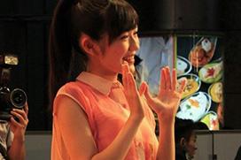 渡辺麻友[AKB48]~タイトスカートで悩ましい美脚とヒップライン!パン線も鮮やかに!