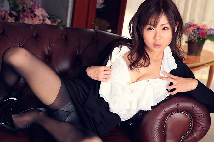 鈴羽みう 社長秘書のえっちなお仕事。