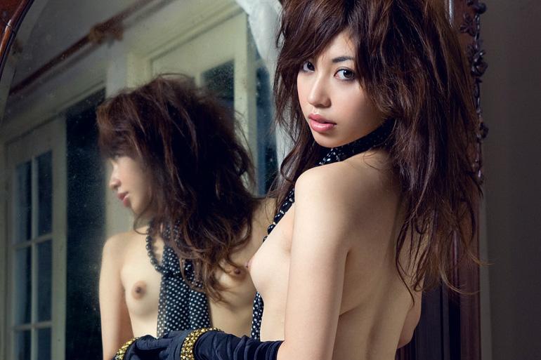 美麗グラビア × 横山美雪 鏡の前の綺麗なハダカ