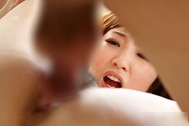 チンコが入ったマンコを見る結合部目線のセックス画像