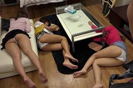 寝てる女性の無防備なエロ画像